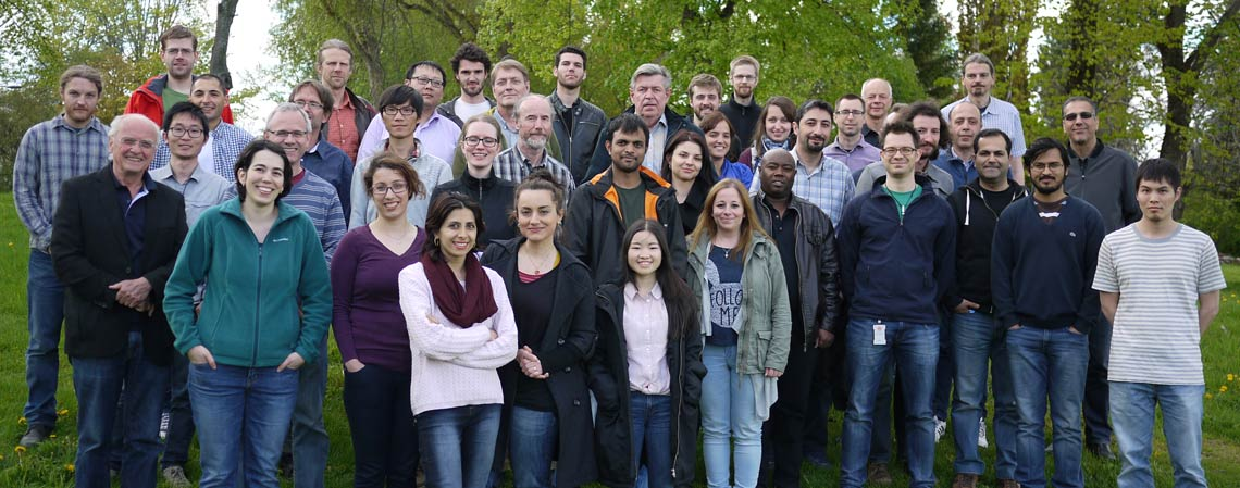 Group photo of the employees at Geophysics. Photo.